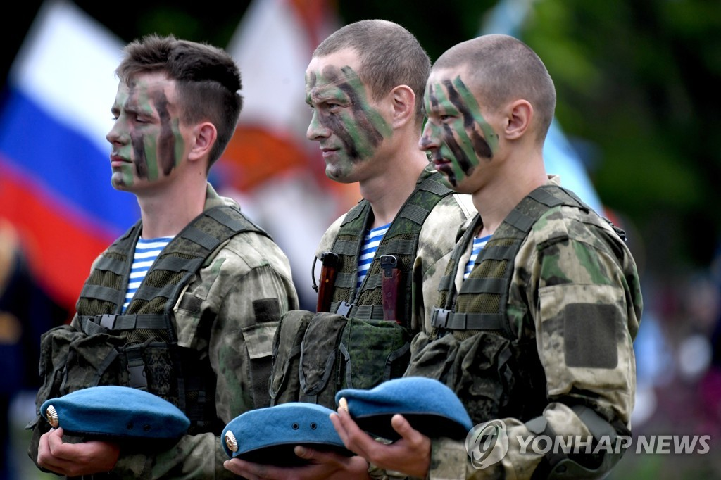 Russian Far Eastern city of Ussuriysk celebrates Paratroopers' Day
