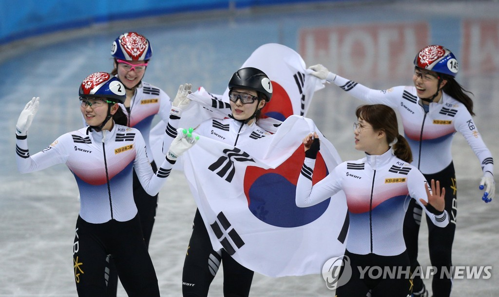 세계선수권대회 계주에서 우승한 여자 대표팀 선수들