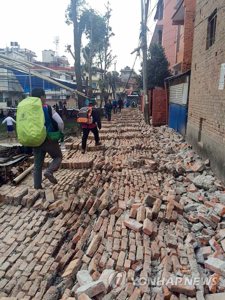 Building in ruins after Nepal quake