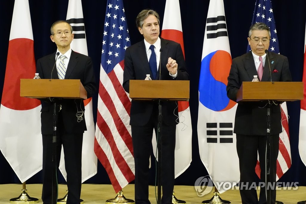 In the file photo, taken on Jan. 5, 2017, then-U.S. Deputy Secretary of State Antony Blinken (C) is seen speaking in a joint press conference with his South Korean and Japanese counterparts after their three-way talks in Washington. (Yonhap)
