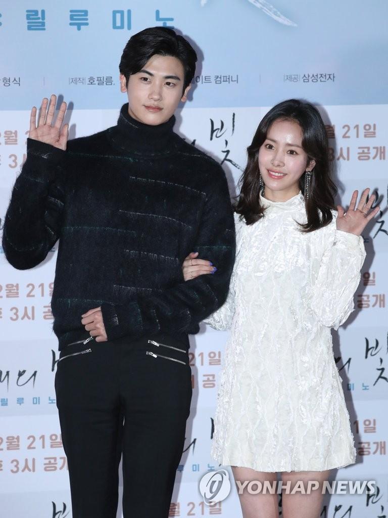 الممثل بارك هيونغ سيك والممثلة هان جي مين وكالة يونهاب للانباء