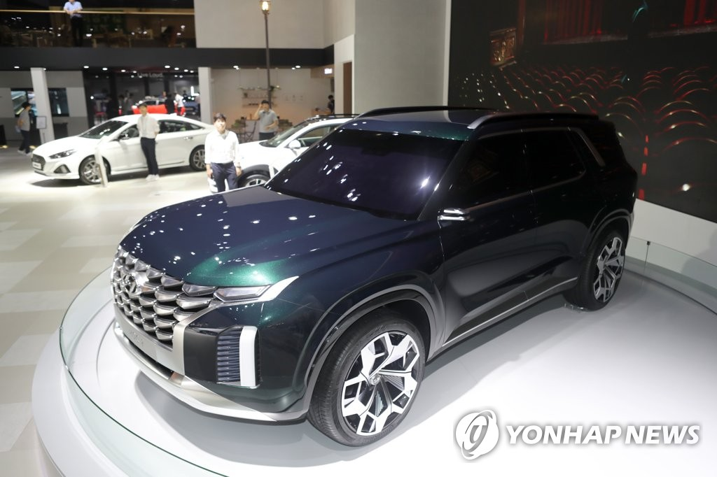 In this photo taken on June 8, 2018, Hyundai Motor's HDC-2 Grand Master Concept is displayed at the carmaker's booth at the biennial Busan motor show held at BEXCO hall in Busan, 450 kilometers south of Seoul. (Yonhap)