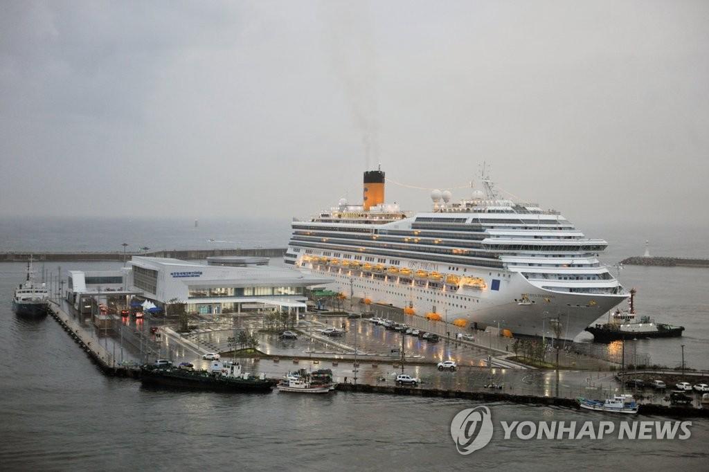 지난 9월 21일 속초항 입항한 10만t급 크루즈