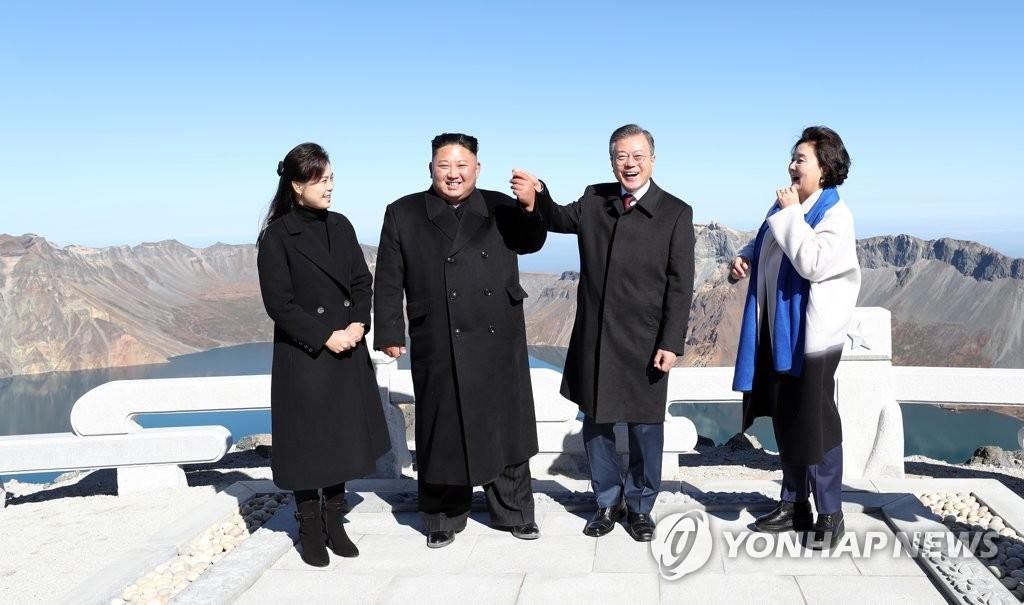 [평양정상회담] 손 맞잡은 남북 정상