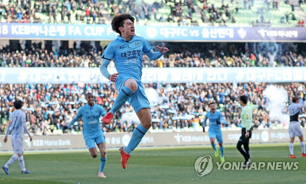 Daegu FC's Kim Dae-won celebrates after scoring a goal against Ulsan Hyundai FC in the second leg of the Korea Football Association Cup final at Daegu Stadium in Daegu. (Yonhap)