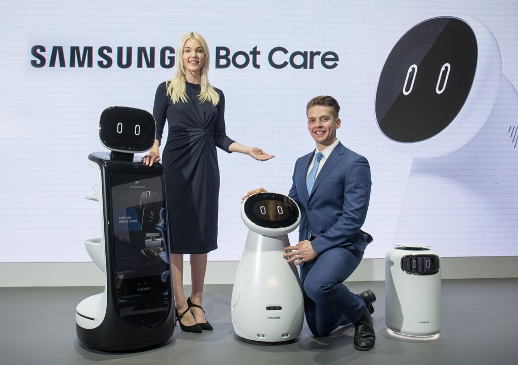 Models present Samsung Electronics Co. robots, one of the company's artificial intelligence projects, during the Consumer Electronics Show in Las Vegas on Jan. 8, 2019, in this photo provided by Samsung. (PHOTO NOT FOR SALE) (Yonhap)
