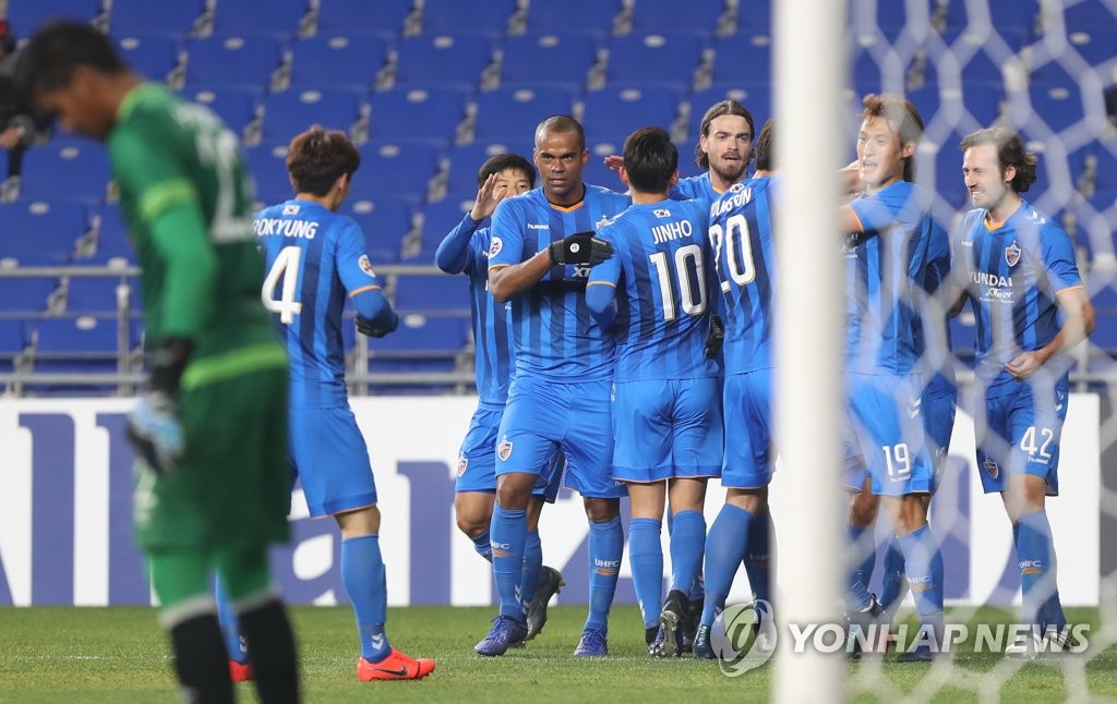 Ulsan Hyundai FC players celebrate after scoring a goal against Perak in their AFC Champions League playoff match at Munsu Football Stadium in Ulsan, some 400 kilometers south of Seoul, on Feb. 19, 2019. (Yonhap)