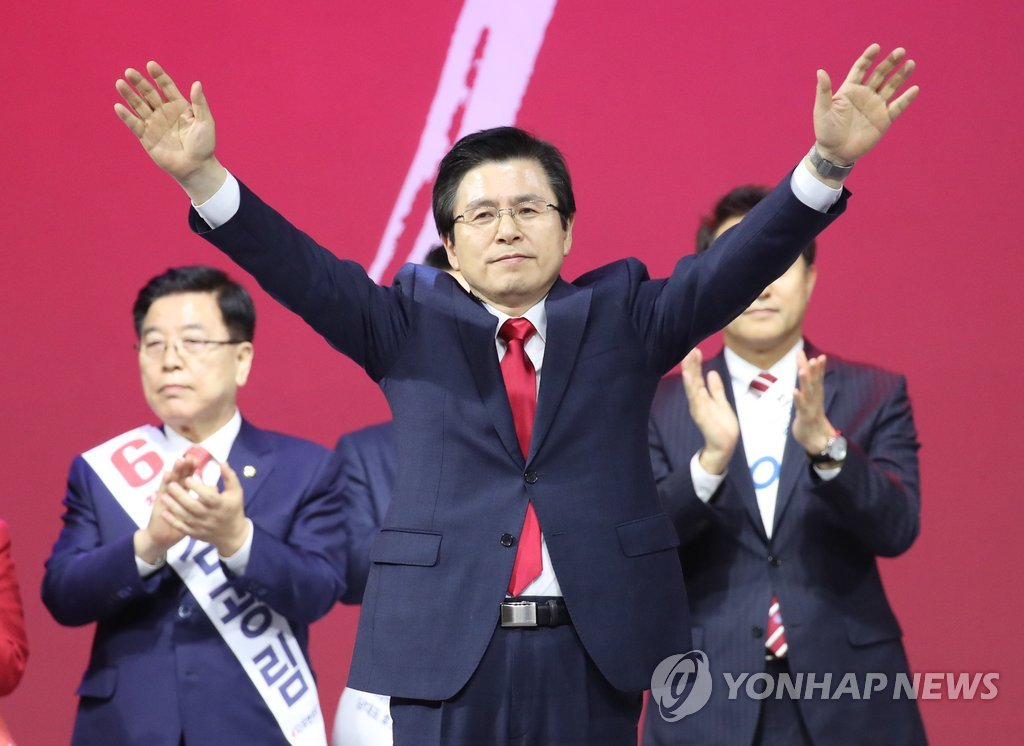 Former Prime Minister Hwang Kyo-ahn responds to supporters after his election as new chief of the main opposition Liberty Korea Party at the party's national convention to pick its leader on Feb. 27, 2019. (Yonhap)