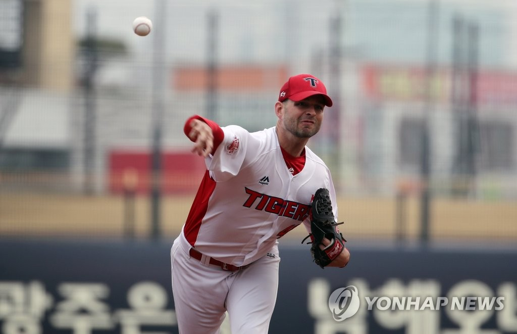 Jacob Turner of the Kia Tigers throws a pitch against the SK Wyverns in a Korea Baseball Organization preseason game at Gwangju-Kia Champions Field in Gwangju, 330 kilometers south of Seoul. (Yonhap)