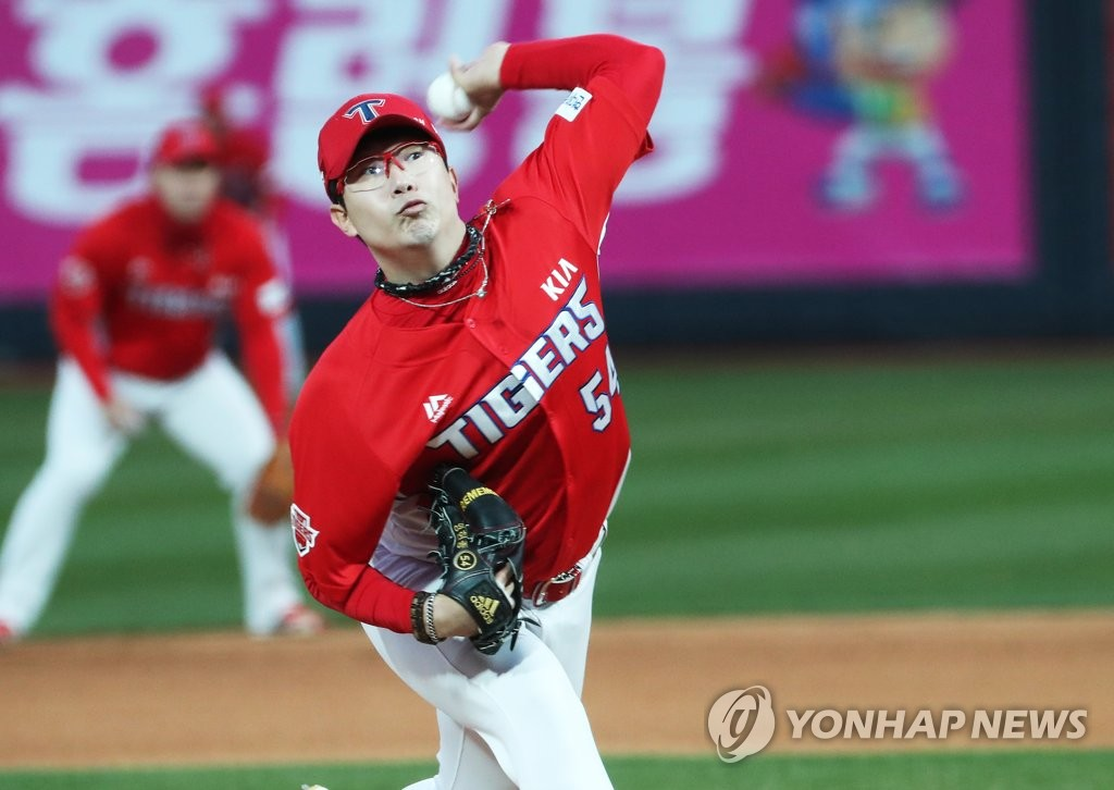 In this file photo from March 29, 2019, Yang Hyeon-jong of the Kia Tigers delivers a pitch against the KT Wiz in the bottom of the first inning of a Korea Baseball Organization regular season game at KT Wiz Park in Suwon, 45 kilometers south of Seoul. (Yonhap)