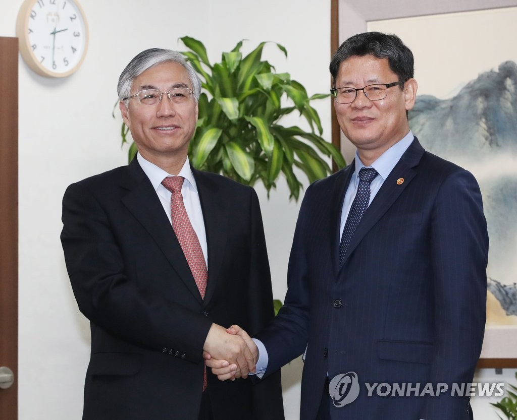 Unification minister meets Japanese envoy