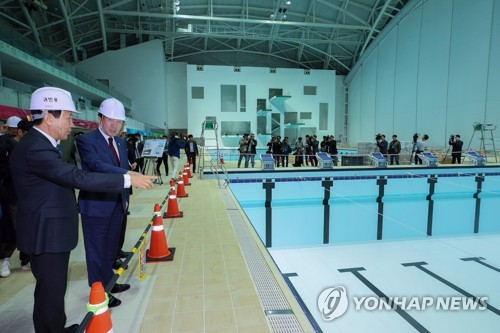 PM inspects venue for FINA championships