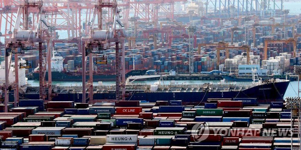 A container terminal at Busan Port on South Korea's southeastern coast is shown in this photo taken May 1, 2019. (Yonhap)
