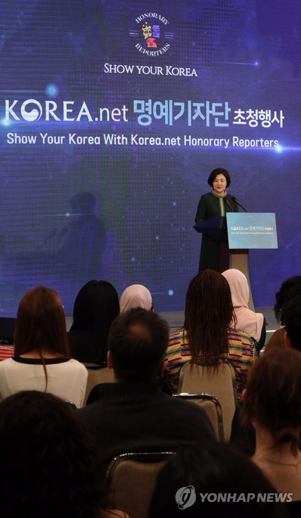 First lady meets Korea.net reporters