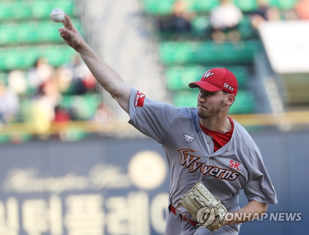 In this file photo from May 23, 2019, Brock Dykxhoorn, then of the SK Wyverns, throws a pitch against the LG Twins in a Korea Baseball Organization regular season game at Jamsil Stadium in Seoul. (Yonhap)