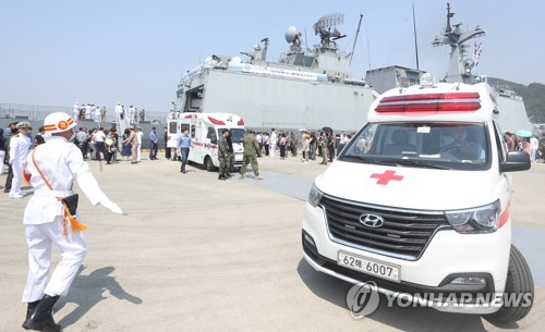Anti-piracy contingent suffers accident