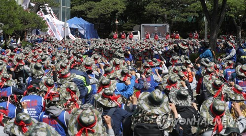 Hyundai Heavy workers' strike continues over merger plan