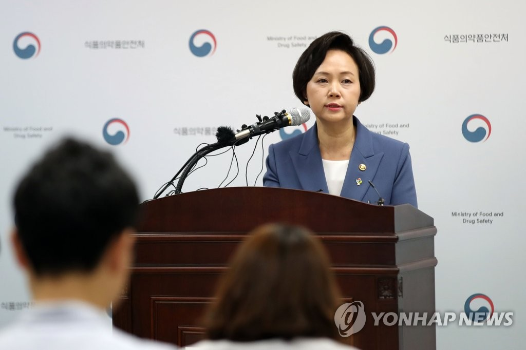 Minister of Food and Drug Safety Lee Eui-kyung speaks in a press conference in Seoul on June 5, 2019, to apologize for the cancellation of the gene therapy drug Invossa, produced by Kolon Life Science Inc., and outline measures to safeguard the health of those that took the drug. (Yonhap)