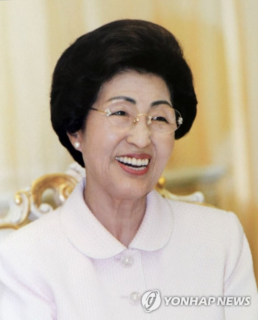 This photo, provided by the Kim Dae Jung Peace Center, shows former first lady Lee Hee-ho, the widow of former President Kim Dae-jung. She died at the age of 96 on June 10, 2019. (PHOTO NOT FOR SALE) (Yonhap)