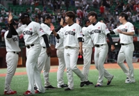 Defending champs in S. Korean baseball threaten to run away with pennant