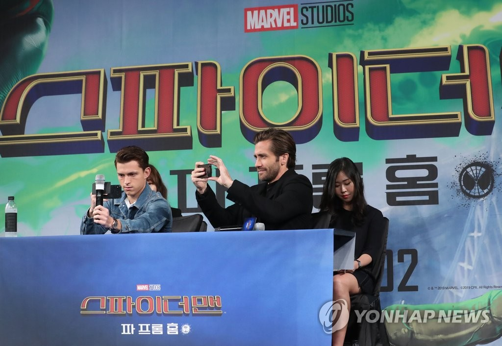 "Tom Holland and Jake Gyllenhaal of ""Spider-Man: Far From Home"" take photos during a press conference in Seoul on July 1, 2019. (Yonhap)"