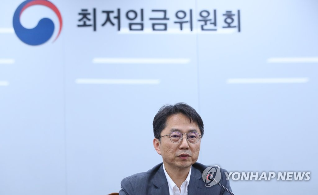 Park Joon-shik, head of the Minimum Wage Commission, holds a press briefing in the administrative capital of Sejong on July 12, 2019, after the panel set the minimum wage for next year. (Yonhap)