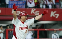 Ex-KBO slugger to take coaching training with Phillies