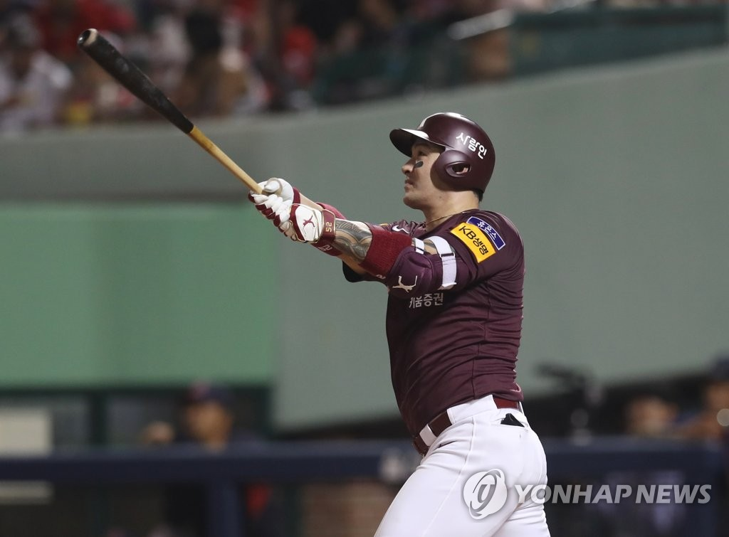 In this file photo from Aug. 7, 2019, Park Byung-ho of the Kiwoom Heroes watches the flight of his solo home run against the Lotte Giants in the top of the fifth inning of a Korea Baseball Organization regular season game at Munsu Baseball Stadium in Ulsan, 400 kilometers southeast of Seoul. (Yonhap)