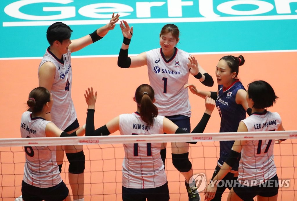 South Korean players celebrate a point during their Pool A match against Iran at the Asian Women's Volleyball Championship at Jamsil Arena in Seoul on Aug. 18, 2019. (Yonhap)