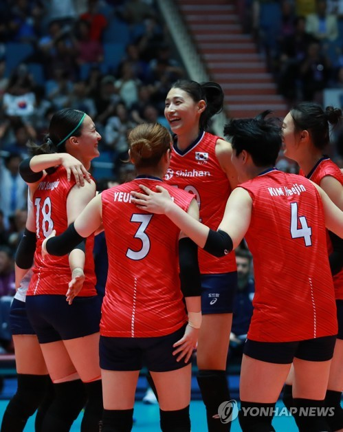 S. Korean volleyball players celebrate win over Thailand