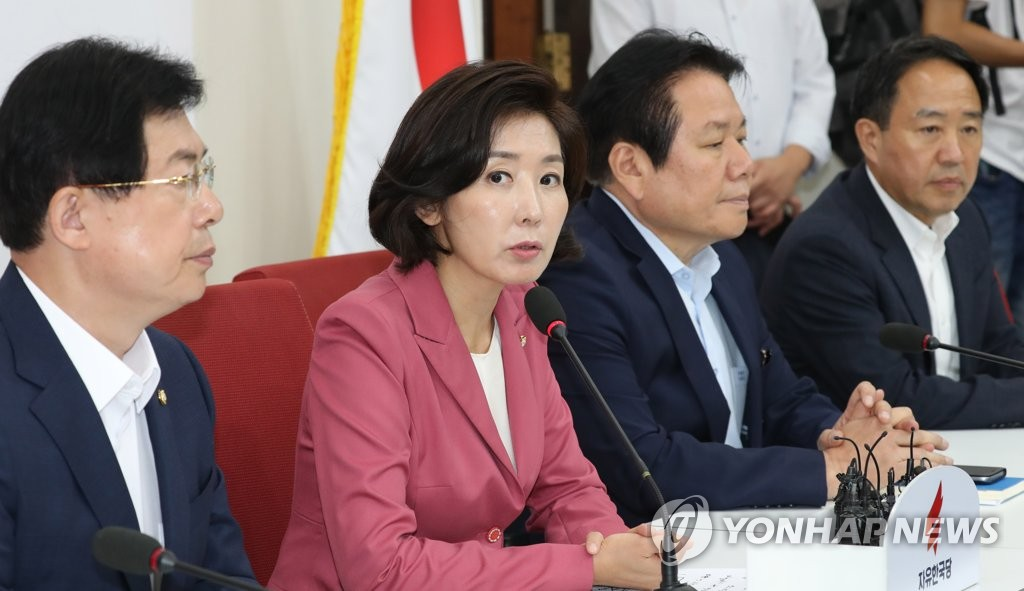 Na Kyung-won, floor leader of the main opposition Liberty Korea Party, holds a hastily arranged press briefing on the topic of a confirmation hearing for the embattled justice minister nominee Cho Kuk at the National Assembly in Seoul on Sept. 2, 2019. (Yonhap)