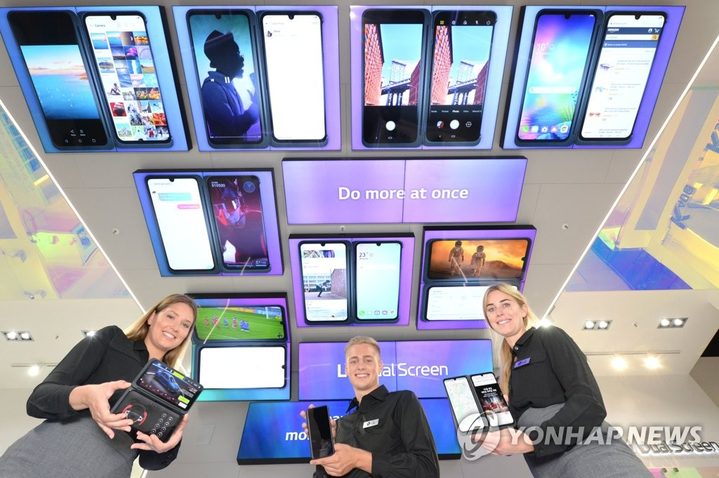 Models introduce LG Electronics Inc.'s latest flagship smartphone with a dual screen, V50S ThinQ, during IFA technology show held in Berlin on Sept. 6, 2019, in this photo provided by the Korean company. (PHOTO NOT FOR SALE) (Yonhap)