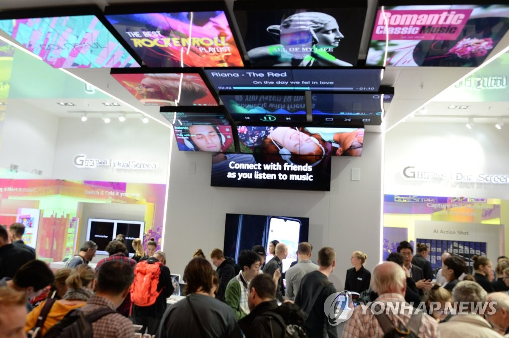 Visitors crowd LG Electronics Inc.'s exhibition booth for its new flagship smartphone with dual display, the V50S, at the IFA technology show in Berlin, Germany, on Sept. 8, 2019, in this photo provided by the company. (PHOTO NOT FOR SALE) (Yonhap)