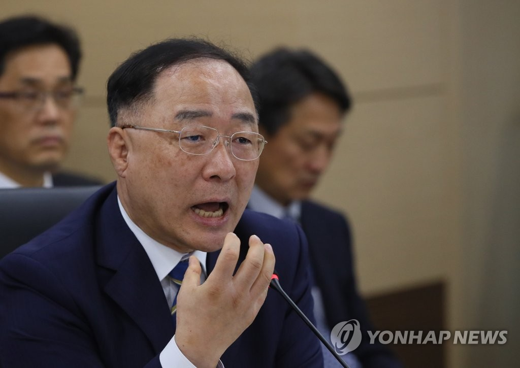 Finance Minister Hong Nam-ki speaks in a parliamentary audit at the government complex in Sejong, an administrative hub 130 kilometers southeast of Seoul, on Oct. 2, 2019. (Yonhap)