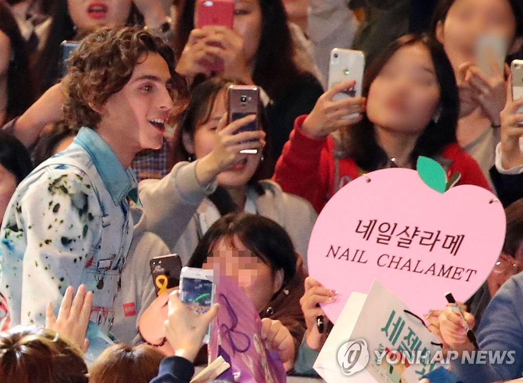 Hollywood actor Timothee Chalamet poses with fans during the 24th Busan International Film Festival at the Busan Cinema Center in Busan on Oct. 8, 2019. (Yonhap)