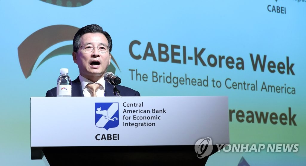 Vice Finance Minister Kim Yong-beom speaks at a meeting to celebrate South Korea's upcoming joining of the Central American Bank for Economic Integration at a hotel in central Seoul on Oct. 21, 2019. (Yonhap)