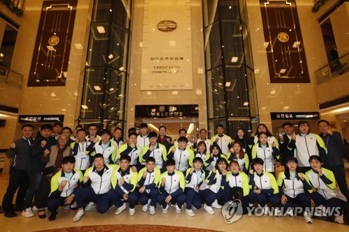 S. Korean weightlifters arrive in Pyongyang