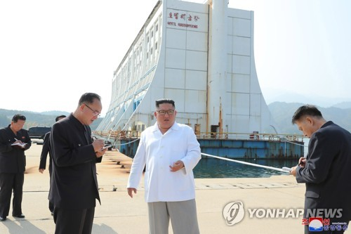 N.K. leader criticizes father's policy of depending on S. Korea for Mount Kumgang resort