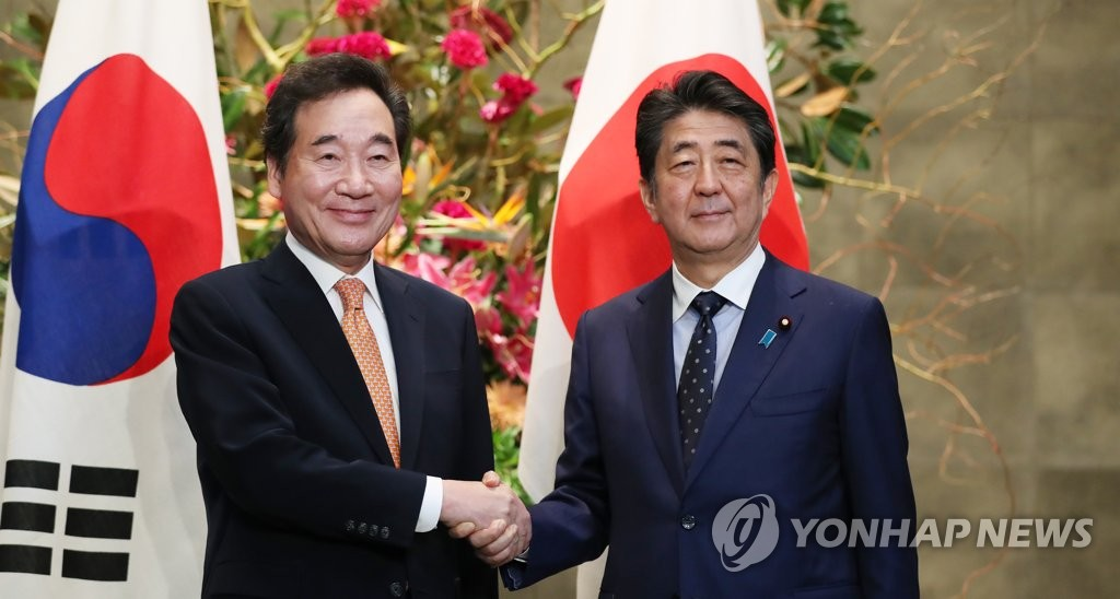 South Korean Prime Minister Lee Nak-yon (L) shakes hands with Japanese Prime Minister Shinzo Abe ahead of their meeting in Tokyo on Oct. 24, 2019. (Yonhap)