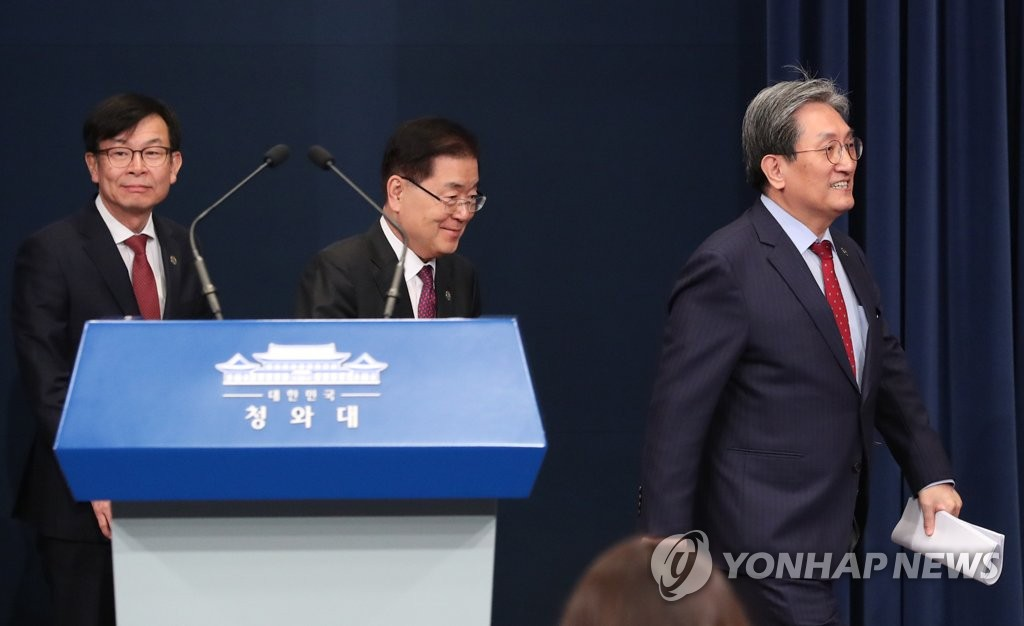 Cheong Wa Dae Chief of Staff Noh Young-min (R) walks into the Cheong Wa Dae press room on Nov. 10, 2019, followed by Chung Eui-yong (C), head of the national security office, and Kim Sang-jo, chief presidential official for policy. (Yonhap)