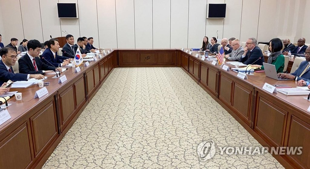 South Korean and U.S. officials hold negotiations over the sharing of the cost for stationing the 28,500-strong U.S. Forces Korea in Seoul on Nov. 18, 2019, in this photo provided by Seoul's foreign ministry. (PHOTO NOT FOR SALE) (Yonhap)
