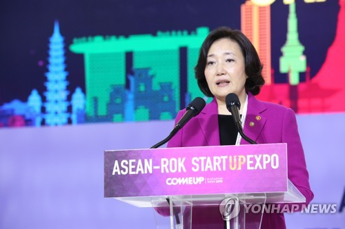 Moon promet de soutenir les efforts de l'Asean en faveur des start-up