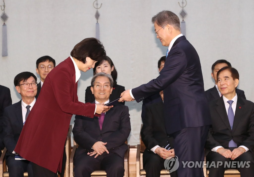President Moon Jae-in (R) presents Choo Mi-ae, new justice minister, with a letter of appointment during a Cheong Wa Dae ceremony in Seoul on Jan. 2, 2020. (Yonhap)