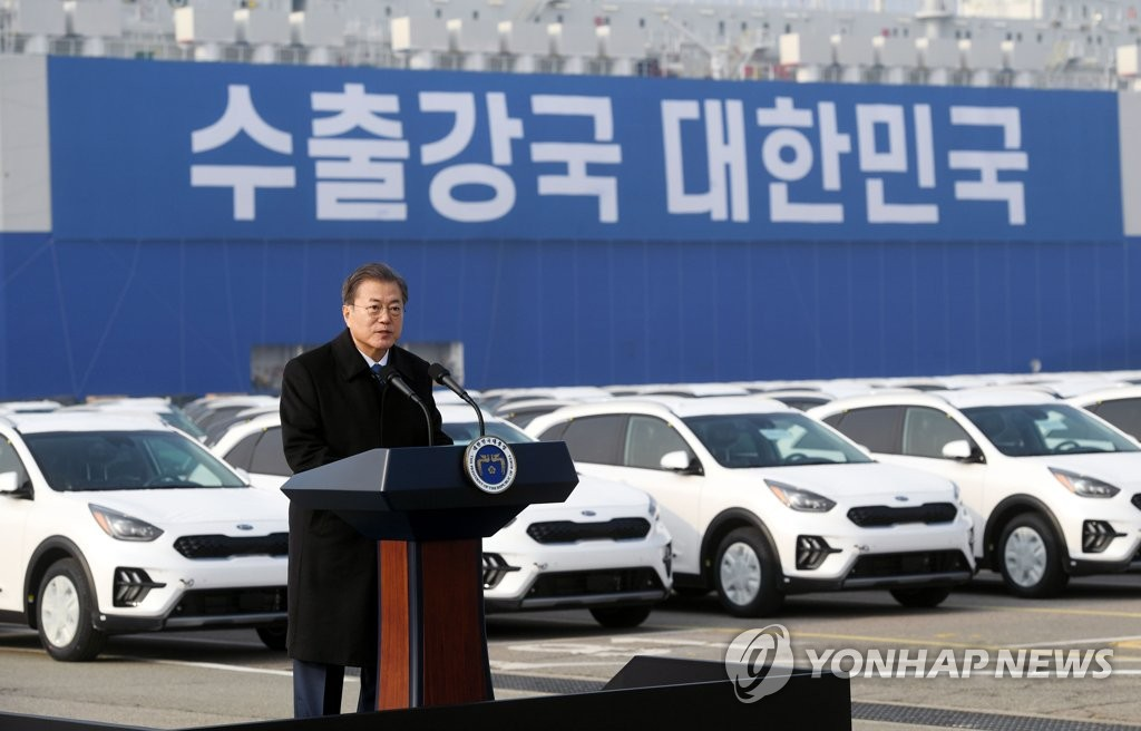 President Moon Jae-in delivers a speech during a visit to the Pyeongtaek-Dangjin port, a trade hub of South Korea's vehicle exports located some 70 kilometers southwest of Seoul, on Jan. 3, 2020. (Yonhap)