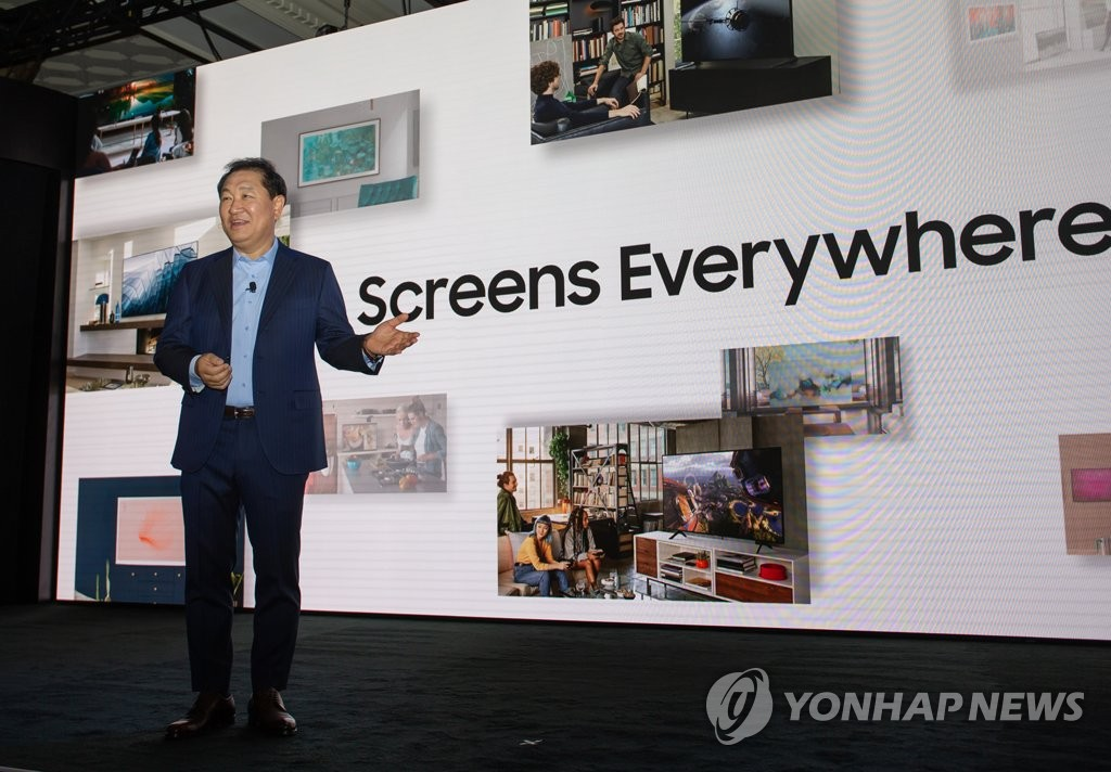 Han Jong-hee, president of Visual Displays at Samsung Electronics Co., speaks at the company's Samsung TV First Look 2020 event in Las Vegas, Nevada, on Jan. 5, 2020, two days ahead of the Consumer Electronics Show. (Yonhap)