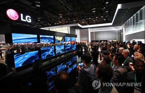 (LEAD) (CES 2020) LG's rollable TV could go on sale as early as H1: CEO