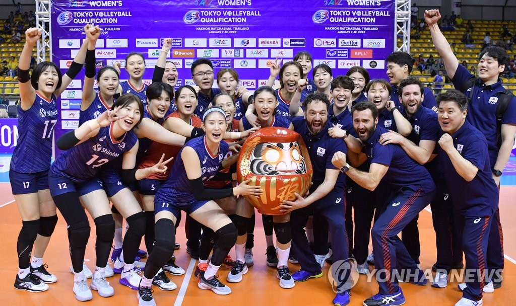In this photo provided by the International Volleyball Federation (FIVB) on Jan. 12, 2020, South Korean players celebrate their victory over Thailand in the final of the Asian Olympic women's volleyball qualification tournament at Korat Chatchai Hall in Nakhon Ratchasima, Thailand. (PHOTO NOT FOR SALE) (Yonhap)