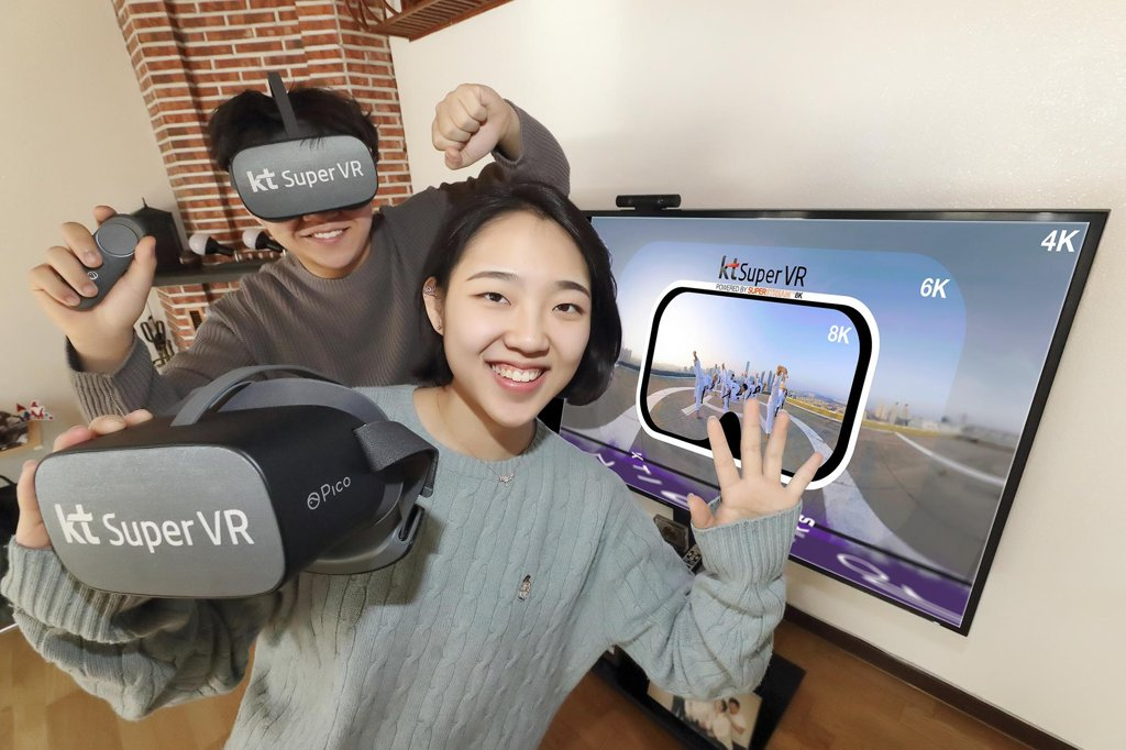 This photo provided by KT Corp. on Feb. 13, 2020, shows models demonstrating KT's virtual reality (VR) service, Super VR. (PHOTO NOT FOR SALE) (Yonhap)