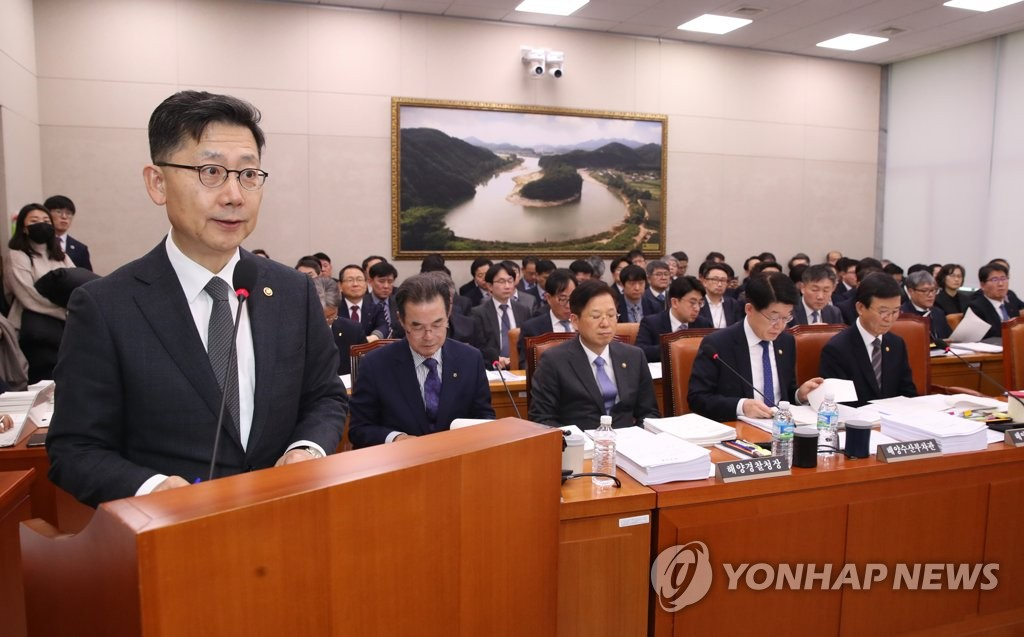 Agricultural Minister Kim Hyeon-soo speaks during a policy report at the National Assembly in western Seoul on Feb. 18, 2020. (Yonhap)