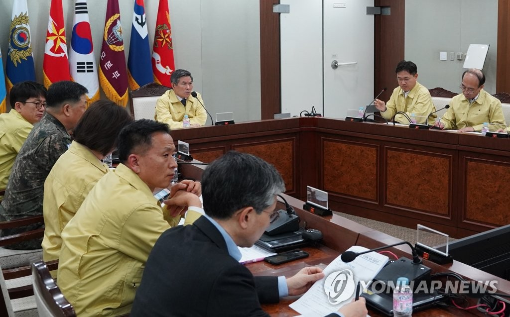 Defense Minister Jeong Kyeong-doo holds a meeting with top military officials to discuss ways to contain the spread of the new coronavirus at the ministry in Seoul on Feb. 20, 2020 in this photo provided by the ministry. (PHOTO NOT FOR SALE) (Yonhap)